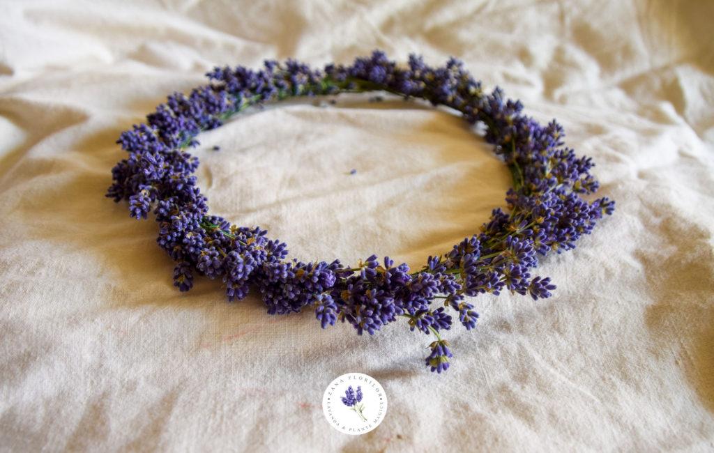Decoratiuni cu flori: Coronita din lavanda naturala